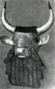 Голова быка с арфы из царской гробницы в Уре. Золото и лазурит. 26 в. до н. э. Филадельфия. Университет. Зиккурат в Уре. Реконструкция.
