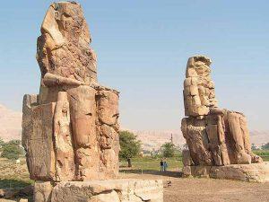 «Колоссы Мемнона» (Статуи Аменхотепа III)