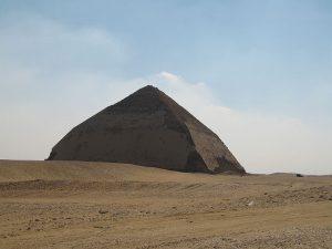 .«Ломаная» пирамида Снофру в Дашуре