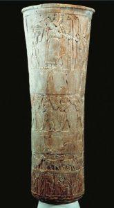 Ваза с изображением культовых сцен из Урука. Алебастр. Период Джемдет-Наср. Около 3000 г.тыс. до н. э. Багдад. Иракский музей.