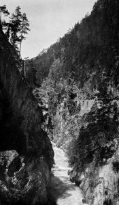 Fors i bergsklyfta. (1911-1914)