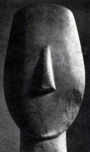 Голова мраморной статуэтки с Кикладских островов (остров Аморгос). Ок. 2000 г. до н. э. Париж. Лувр.