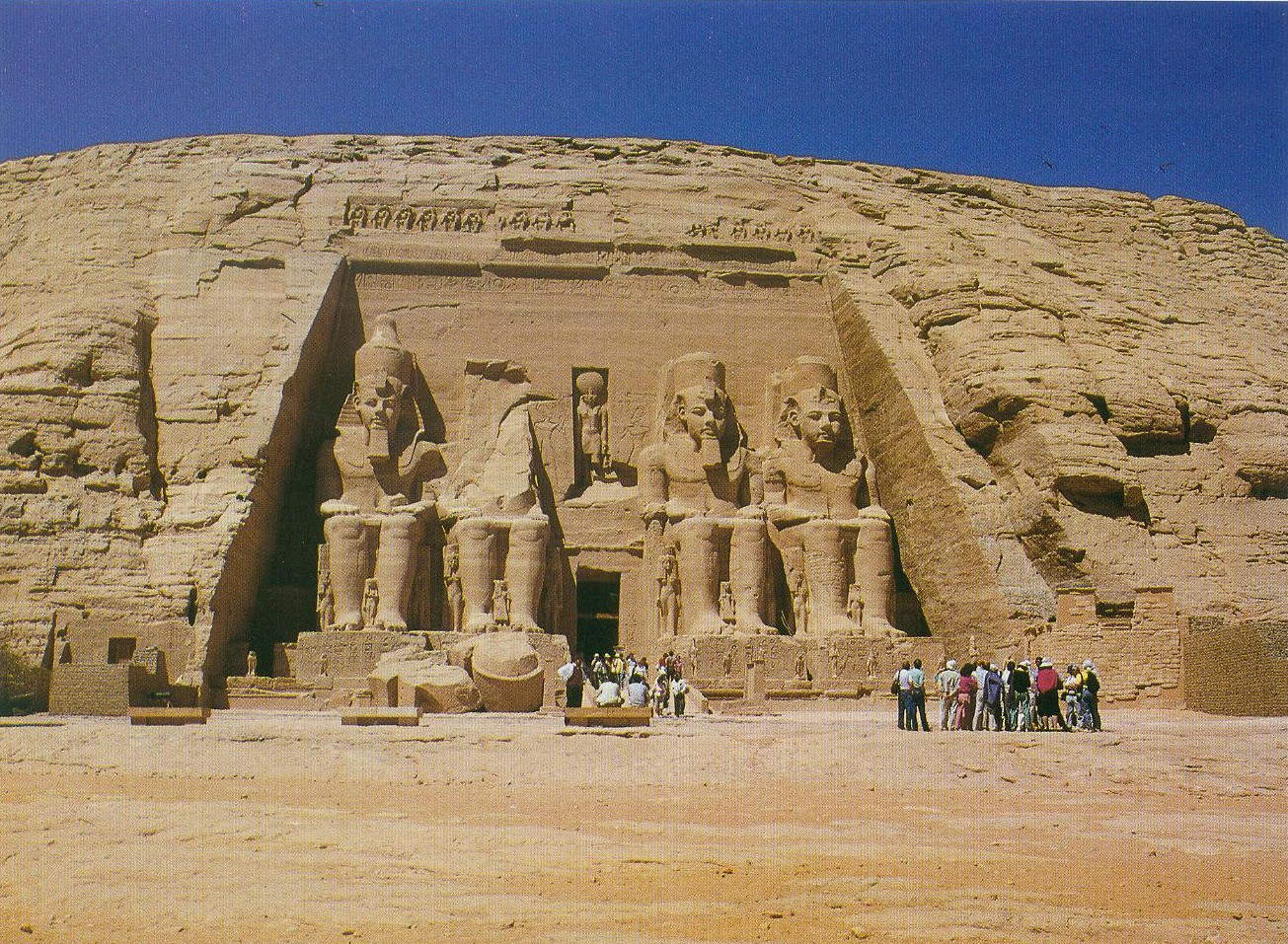 97. Больший храм из двух, вырезанных в скале Абу-Симбел.