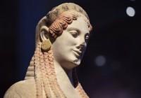 Архаическую статую Коры из Греции впервые представили в Эрмитаже