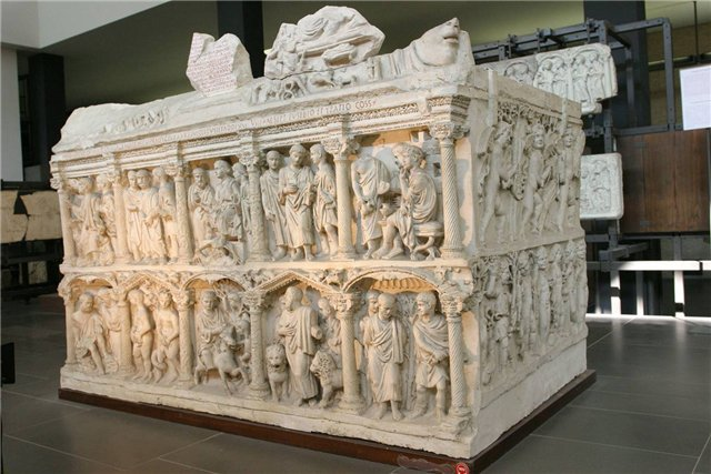 саркофаг юния басса
