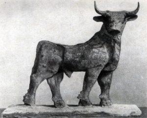 Статуэтка быка из Эль-0бейда. Медь. Около 2600 г. до н. э. Филадельфия. Музей.