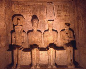 Статуи Амона, Ра-Хорахте, Рамзеса II и Пта в Абу-Симбеле