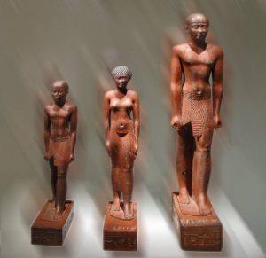 Статуэтки с изображением фараона Псамметиха I, его жены и сына