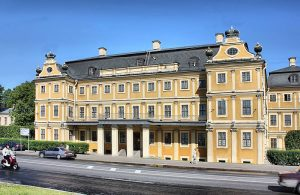 Меншиковский дворец на Васильевском острове (1710–1727; архитекторы последовательно Ф. Фонтана, И. Г. Шедель; перестроен; реставрирован в 1968–1981)