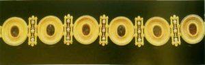 Золотой браслет с мелким жемчугом и сердоликом работы Кастеллани. Ок. 1860-1865. В данном изделии Кастеллани использовал старинные камни. Обратите внимание на их обрамления с витой проволокой и грануляцией.