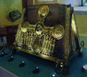 Реликварий св. Манхана. XII в. (церковь в Боэре, графство Оффали)