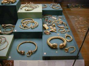 Торквесы кельтов в Британском музее
