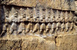 Идущие воины. Хеттский наскальный рельеф в Язылы-Кая. 13 в. до н. э.