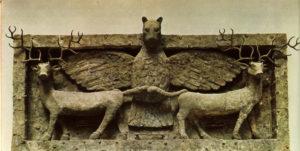 Орел, когтящий оленей. Рельеф из Эль-Обейда. Медь. Около 2600 г. до н. э. Лондон. Британский музей