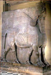 Шеду (статуя фантастического крылатого быка) из дворца Саргона II в Дур-Шаррукине. Алебастр. Вторая половина 8 в. до н. э. Париж. Лувр