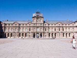 Площадь Лувра