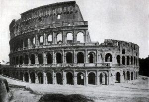 Колизей (амфитеатр Флавиев) в Риме. 75—82 гг. н. э. Общий вид.