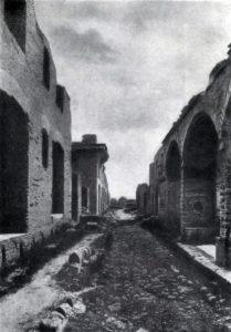 Улица в Остии близ Рима. Постройки 2—3 вв.