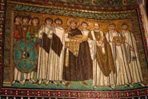 Император Юстиниан с окружением. Мозаики Сан Витале