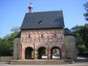 Ворота в Лорше, IX в.