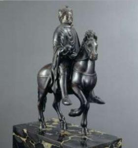 Конная статуэтка Карла Великого. Бронза. Из Меца. Каролингский период. Париж, Лувр.