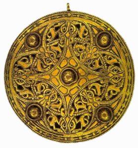 Брошь Стрикленда. 9 век. Скандинавия. Золото, синее стекло. Британский музей
