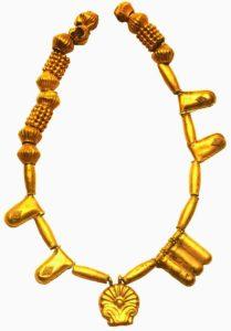Ожерелье с разнообразными подвесками. 8 век до н. э. Золото. Музей Карфагена