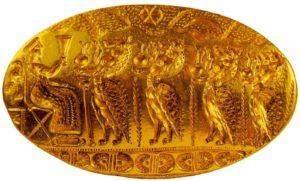 Изображена процессия подношения четырьмя демонами ритуальных сосудов богине, восседающей на троне. Найден в Тиринфе. Очевидно, принадлежит минойской мастерской.