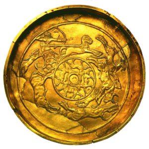 Золотая чаша с охотничьими сценами. 15 - 14 век до н. э. Золото; ковка, чеканка