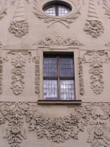 Стукко на фасаде. Дворец Домбских, Торунь